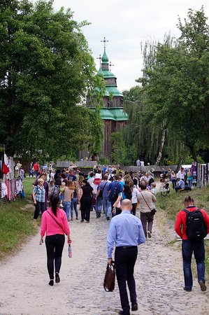 Pirogovo Open-Air Museum : Road to one of wooden churches of Pirogovo museum
