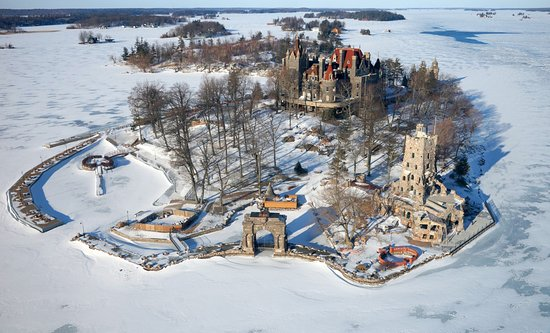 Gananoque, Canada: Boldt Castle in a winter wonderland!