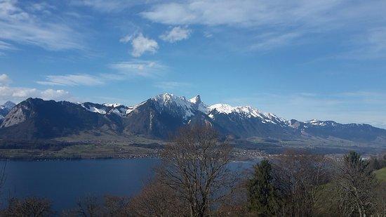 Sigriswil, Suiza: Quelle vue de la terrasse du chalet