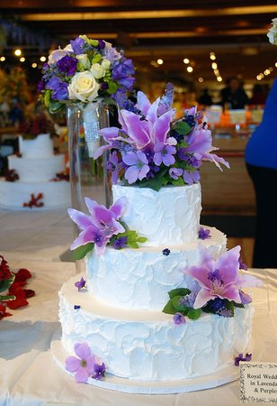 Amherst, MA: Wedding Cakes and Fresh Flowers