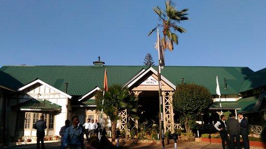 Pinewood Hotel: Entrance