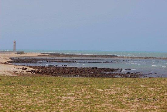 A praia do farol localizada em Camocim é pouco explorada e otima para a pratica do kitesurf.