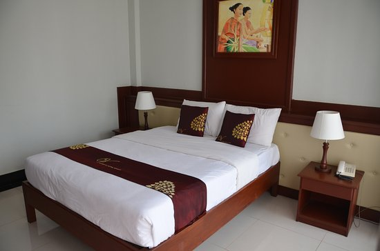 Vansana Vang Vieng Hotel: Decent size room with comfortable bed