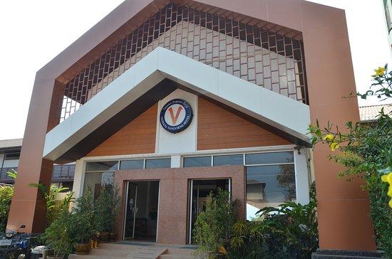 โรงแรมวันสนา วังเวียง: Front of the hotel