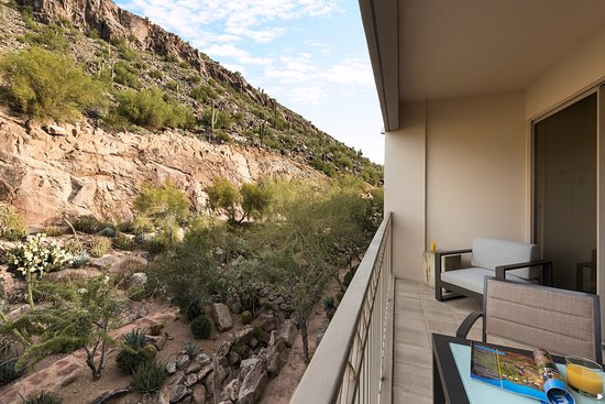 The Phoenician, Scottsdale : Mountain View from Guestroom