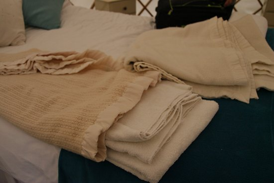 Edingworth, UK: cheap and non matched towels