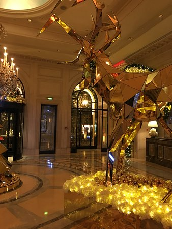 Four Seasons Hotel George V Paris: Hall d'entrée
