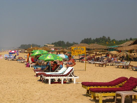 Casa Candolim: looking down the beach