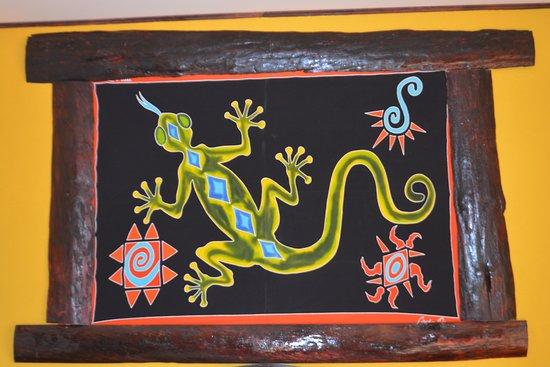 Vista Linda Montaña: Interesting art work above the bed's headboard.