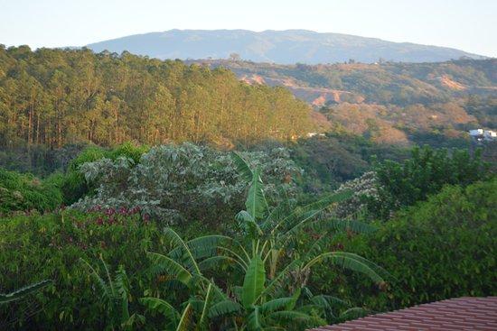 Vista Linda Montaña: View over the countryside to the