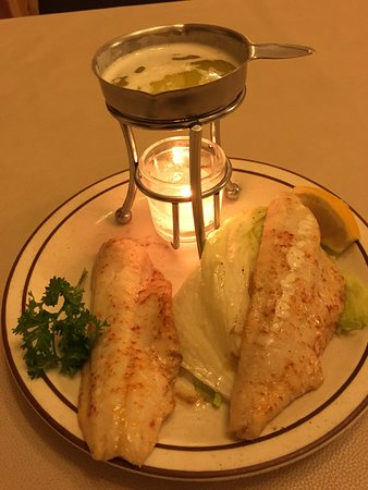 Freeport, Μινεσότα: Broiled Walleye one of our top sellers