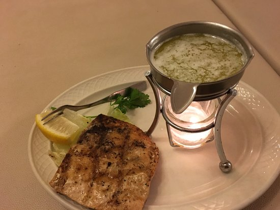 Freeport, Μινεσότα: Grilled Salmon cooked on the wood charcoal grill
