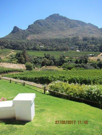 Constantia, Republika Południowej Afryki: View towards Eagles Nest