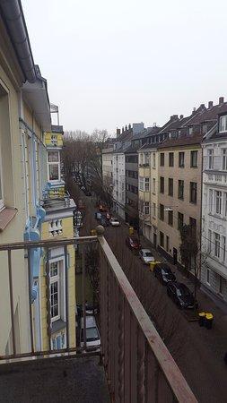 Gaestehaus Grupello: Otel odasındaki balkondan sokağın görünüşü 1