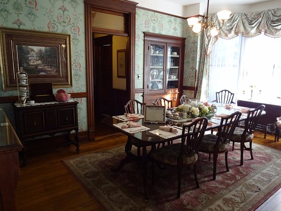 The 1899 Wright Inn and Carriage House: Breakfast room for most guests