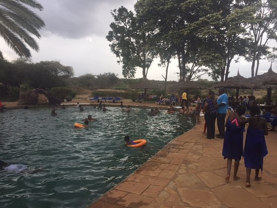 Amboseli Sopa Lodge: Pool being used as public pool