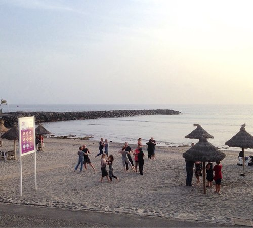 Playa del Camison : Evening tango class on the beach