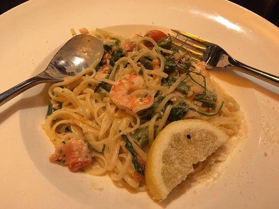 Hucknall, UK: Linguini with shrimps.