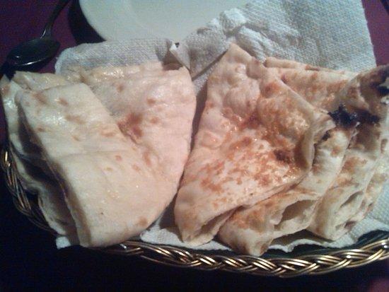Himali Cha Cha Restaurant: Nam de queso y de ajo