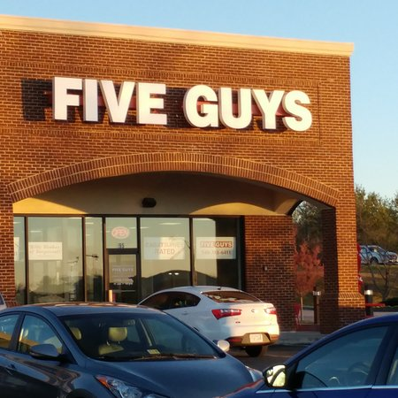 Christiansburg, VA: Store front in a strip mall