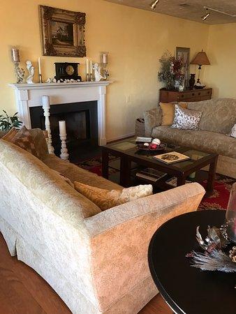 The Inn at White Oak: Sitting room