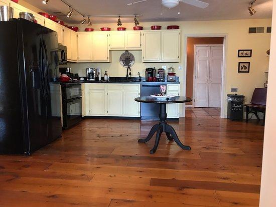 The Inn at White Oak: Guest Kitchen