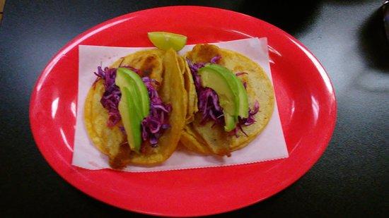 Lyons, IL: Tacos de pasado y camarones empanisados