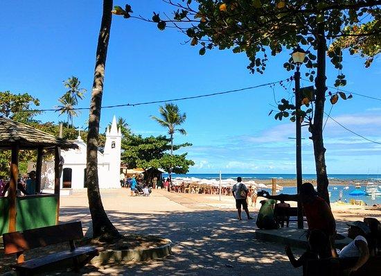 d78dc3c7e90 Forte Beach  Entrada da praia com igrejinha ao fundo.