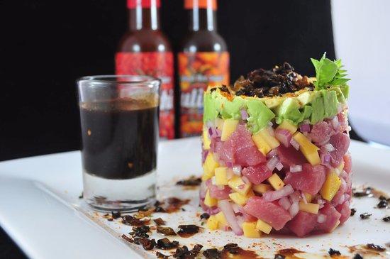 Guamuchil, Mexico: tartara de atún con mango, lo mejor en platillo fresco y muy tropical.... cebolla morada y mango