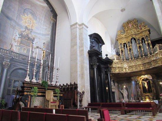 interno 2 foto de duomo di torino e cappella della sacra