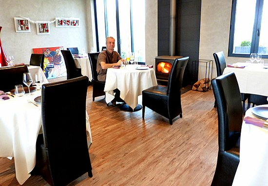 Durtal, Francia: lunch by the log stove