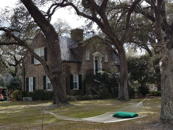 Mansfield Plantation: The fire pit is just on the other side of this building.