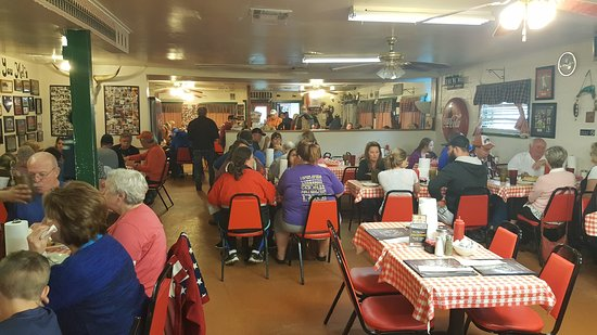 Old diner style restaurant - Picture of Mel\'s Country Cafe ...