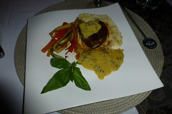 Timbavati Private Nature Reserve, Sudáfrica: The food is outstanding and beautifully plated!