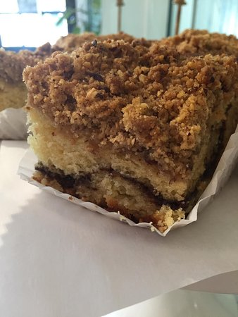 Duxbury, Массачусетс: Halls Corner Coffee Cake on Sunday!