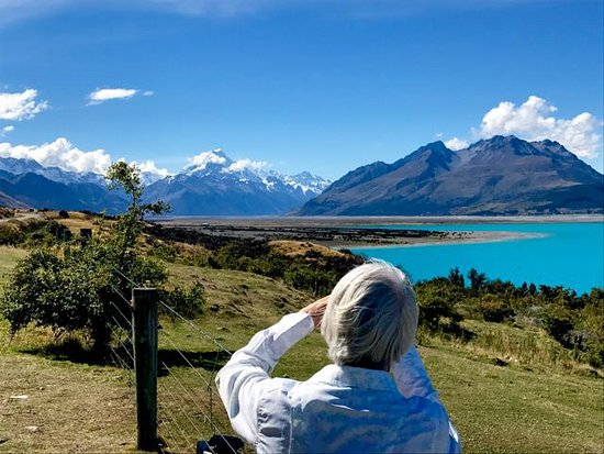 Twizel, New Zealand: Mt Cook from nearby Lake Pukaki