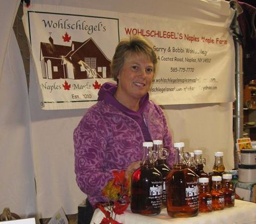 Naples, Νέα Υόρκη: Mrs. Wohlschlegel with different grades of syrup!