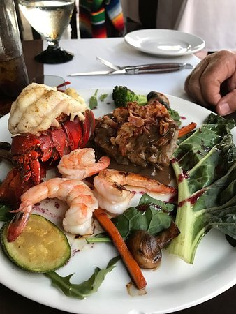 Los Barriles Restaurant & Bar: Absolutely fabulous dinner steak shrimp and lobster $40 Seabass unbelievable.  It is a must go t