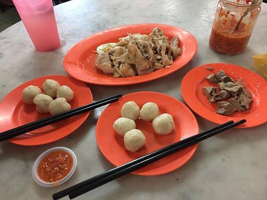 Chung Wah Chicken Rice Ball : signature dish