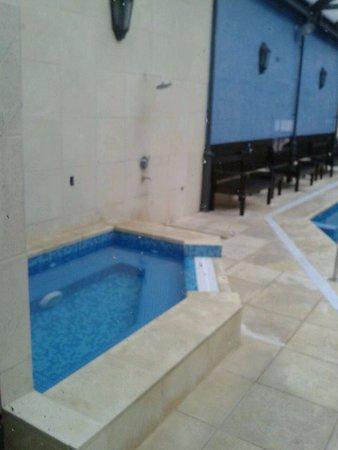Hotel Leoncia : Zona de piscina!!