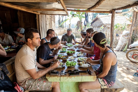 Лашио, Мьянма: Lunch in the village