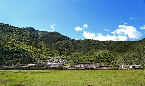 High Mountain Resort Shangri-la