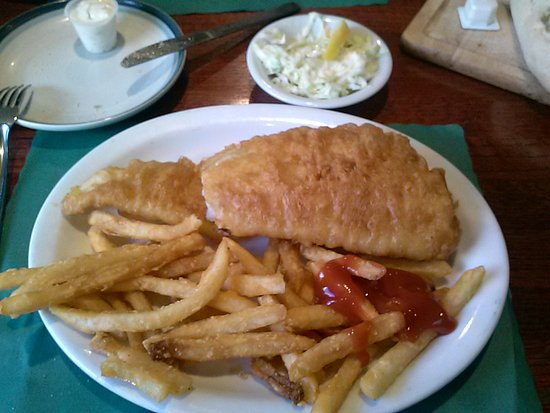Tonawanda, NY: SORRY, I started chopping my fish up and putting ketchup on the fries , BUT LOOK AT THE CRUST/CR