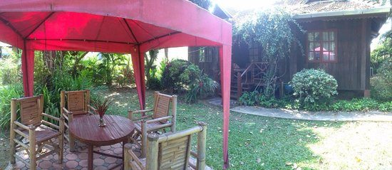 Romyen Garden Resort: private outside sitting area and the front of the 2 bedroom bungalow
