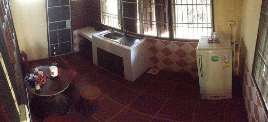 Romyen Garden Resort: Pantry / kitchenette inside the 2 bedroom bungalow