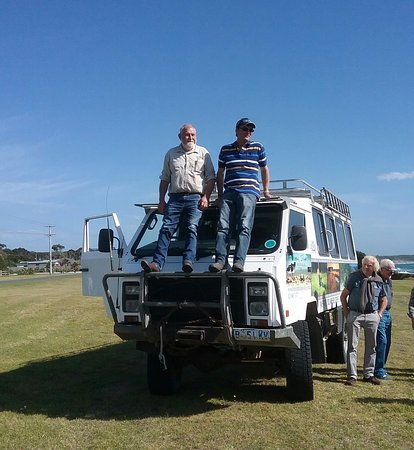 Île King, Australie : Ian & Michael with our transport for the tours