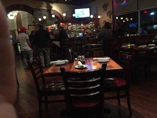 Gaspare's Pizzeria Ristorante: Great place for friends and family to meet up for awesome meal.
