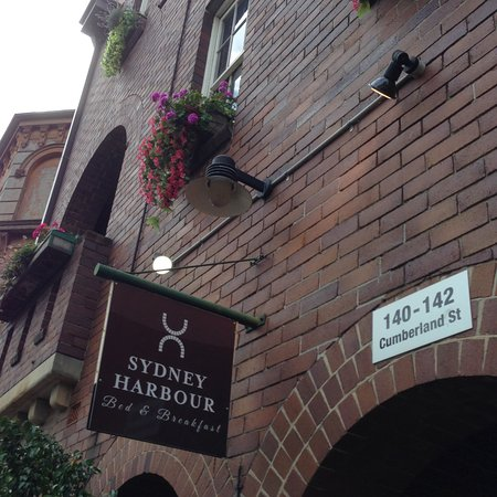 Sydney Harbour Bed and Breakfast: Front of the building