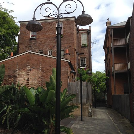 Sydney Harbour Bed and Breakfast: The back of the building