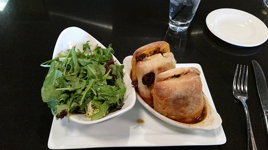American Harvest Eatery : Short rib french dip,salad